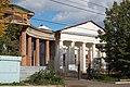Спасская церковь, вид слева через дорогу с ул.Октябрьской революции.JPG