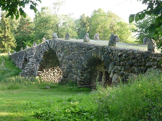 Валунный мост в усадьбе Василёво