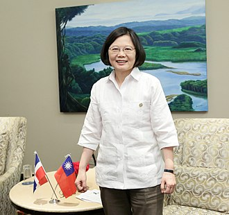 Guayabera - Taiwanese President Tsai in guayabera gifted by Panama's first lady.