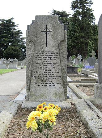 Brian O'Nolan - Grave of Brian O'Nolan/Brian Ó Nualláin, his parents and his wife, Deans Grange Cemetery, Dublin