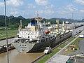 08-130 Esclusas de Miraflores - Barco cruzando el canal.jpg