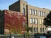 foto van Rijks Hogere Burgerschool. Het schoolgebouw is uitgevoerd in een kubistisch expressionistische stijl