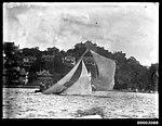 18-footer heeling to starboard, Sydney Harbour (7161435392).jpg