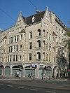 foto van Winkel- en woningcomplex