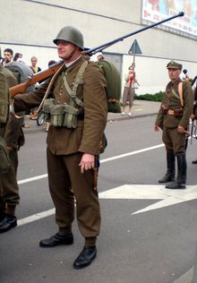 "2007.07.21 Gdynia, Polish ""soldier"" carrying Anti-tank rifle model 35 or 39.jpg"