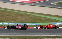 Photo de Jaime Alguersuari devançant Fernando Alonso