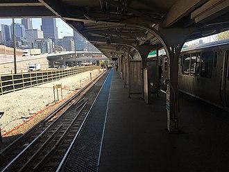 UIC–Halsted station - Image: 20170510 19 CTA Blue Line @ UIC Halsted