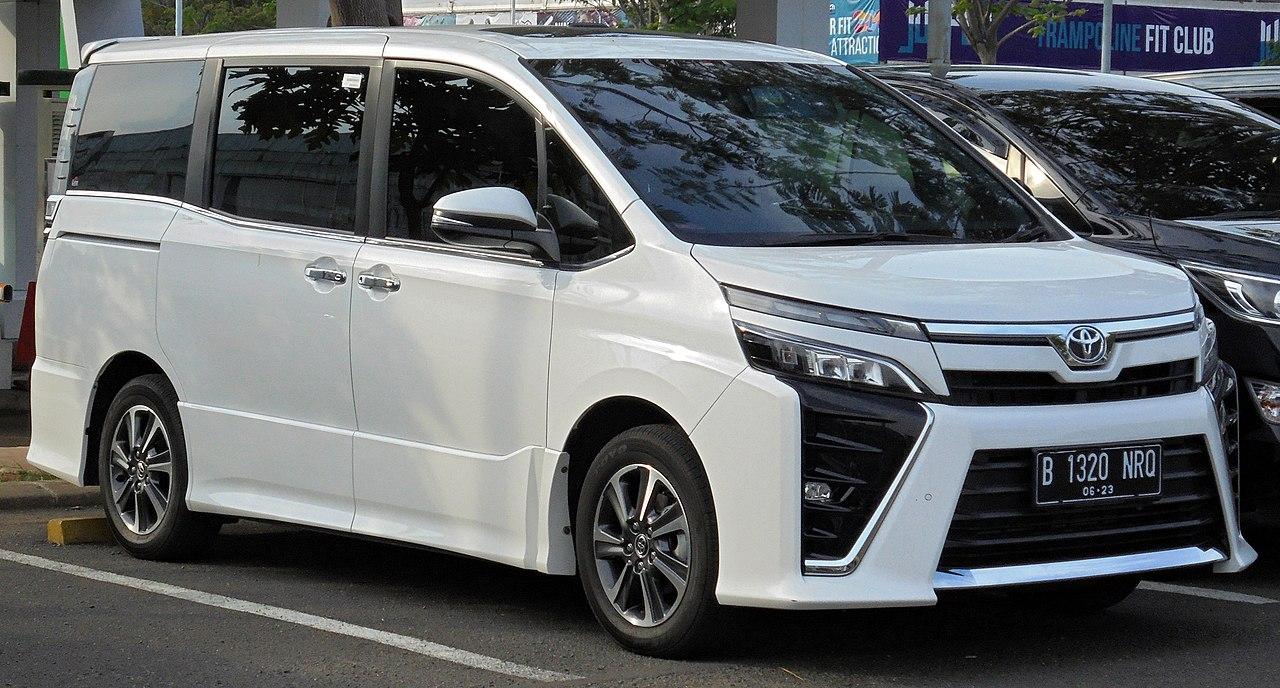 File:2018 Toyota Voxy 2.0 Van (ZRR80R; 01-11-2019), South