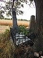 20 - 1. Dlouhé Dvory, pomník věnován rakouskému npor. Edmundu von Salemfels od 9. hulánského pluku.jpg
