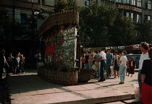 Solidarity (Polish trade union) - The logo of Solidarność painted on an overturned Soviet era T-55 in Prague in 1990