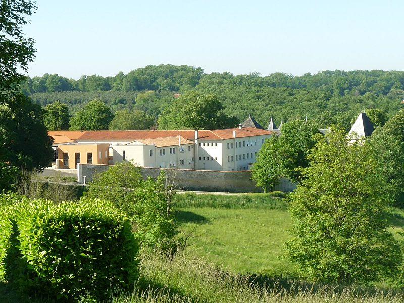 L'oblature bénédictine à Ste Marie de Maumont 800px-Abbaye_maumont1e
