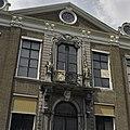Achtergevel, detail- balkon en fronton boven de middenrisaliet - Koudekerke - 20378319 - RCE.jpg