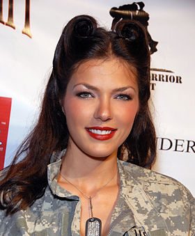 Adrianne Curry en 2009.