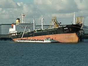 Aktor IMO 8323367 at the '5e Petroliumhaven', Port of Rotterdam, Hollad 29-Apr-2006.jpg