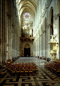 Amiens nave interior towards W.jpg