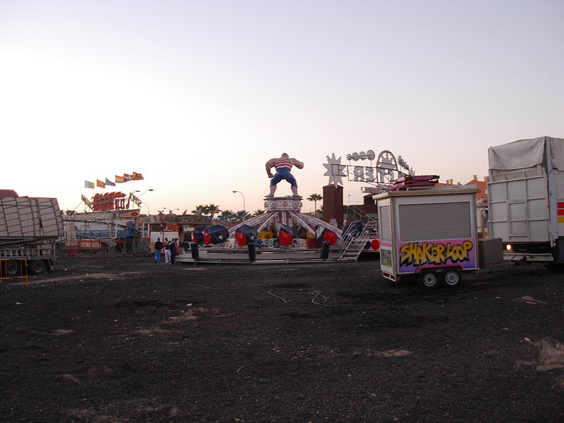 File:Amusment park attraction Los Christianos - day after.JPG