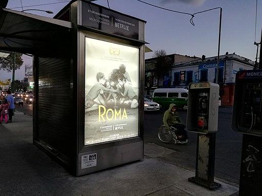 """Anuncio de """"Roma"""" en avenida Ribera de San Cosme"""