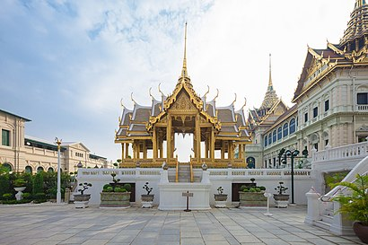 How to get to พระที่นั่งอาภรณ์พิโมกข์ปราสาท with public transit - About the place
