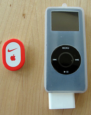 Dansk: Nike+iPod Sports Kit. English: Nike+iPo...