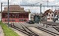 Asm- (Ex-BTI-) Fahrzeugremise und Bahnhof Täuffelen.jpg