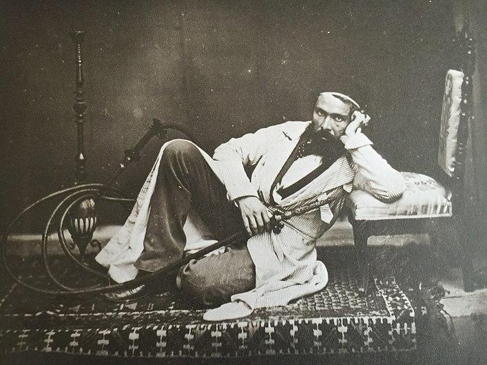 Autoportrait de Camille Dolard l'homme au narguilé.JPG