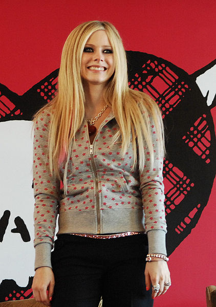 Податотека:Avril Lavigne in Hongkong Press cropped.jpg
