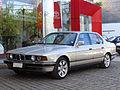 BMW 735i 1988 (15575001568).jpg