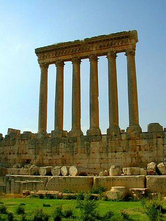 Colonnade - Image: Baalbek Jupiter