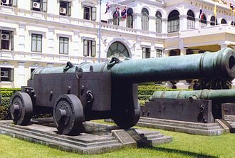 Ministry of Defence headquarters (Thailand) - The Phaya Tani cannon in 2003, pointing away from the building