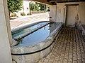 Bassin de la fontaine-lavoir du bas du village.jpg