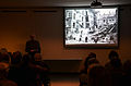 Bauhistoriker Sid Auffarth referiert im Historischen Museum am Hohen Ufer über Hannovers Luftschutzbunker, hier der Bombentreffer an Stelle des späteren Bunkers Friesenstraße.jpg