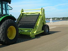 beach cleaner machine purifies sand