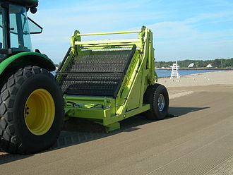 Sand cleaning machine - Raking beach cleaner