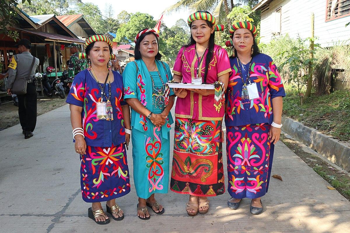 Pakaian Adat Kalimantan Tengah Bernama - Pakaian Adat