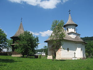 Churches of Moldavia - Image: Biserica Inaltarea Sf. Cruci din Patrauti 12