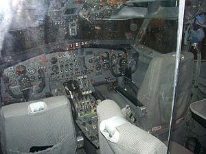 United Airlines Flight 389 - Image: Boeing 727 22 cockpit (United Airlines) N7017U (6895239386)
