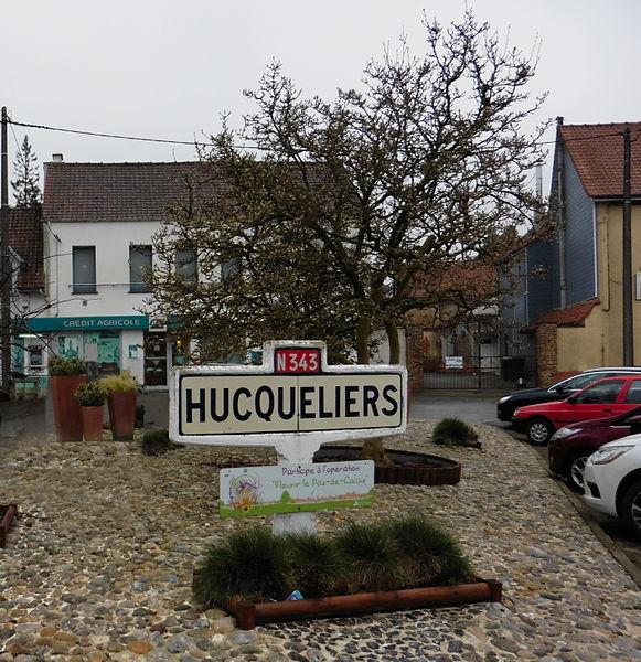 Borne de la commune d'  Hucqueliers.-  Pas-de-Calais.- France.