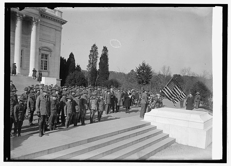 File:Boy Scouts in Arlington, 11-10-23 LCCN2016848309.jpg