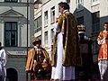 Bratislavské korunovačné slávnosti 2010 - Kráľ Ferdinand III. a jeho manželka Mária Anna Španielska (herci F. Tuma a I. Surovcová) (2).jpg