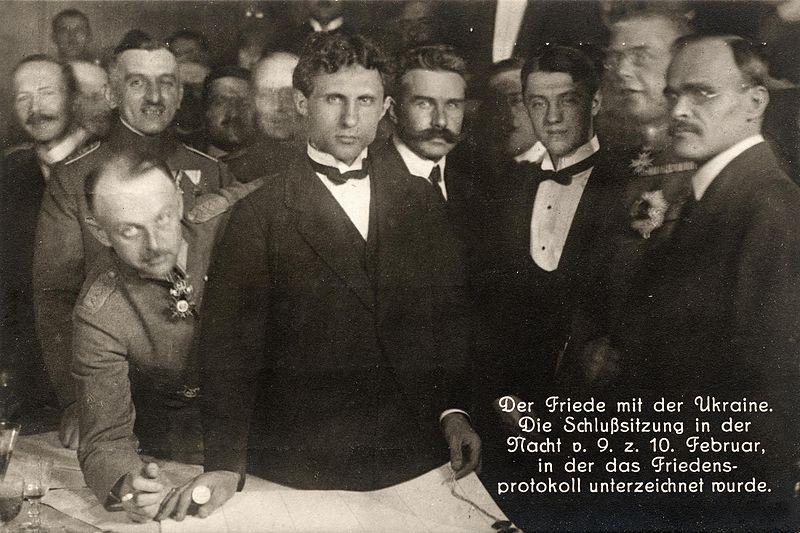 Подписанты мира слева направо: генерал Бринкманн, Микола Любинский, Микола Левитский, Александр Севрюк, Макс Гоффманн и Сергий Остапенко.