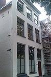foto van Onderkelderd huis met gecementeerde lijstgevel