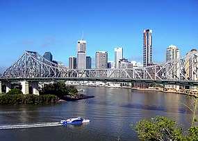 Panorama de Brisbane junto com a Story Bridge