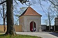 Broumov, vstupní brána do klášterní zahrady - panoramio.jpg
