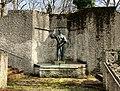 Brunnen Aufgang Haidhauser Friedhof München.jpg