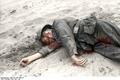 Bundesarchiv Bild 101I-347-1080-18, Sowjetunion, gefallener deutscher Soldat Recolored.png
