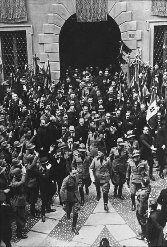 Bundesarchiv Bild 102-09843, Mussolini in Mailand