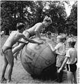 Bundesarchiv Bild 183-65036-0001, Leipzig, Auensee, Strand.jpg