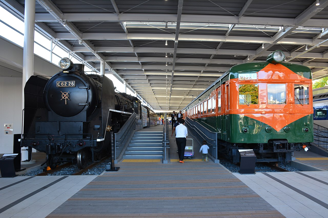 1280px C62 26 steam locomotive and JNR 80 series EMU at Kyoto Railway Museum %2830576295510%29 - The Tokyo to Osaka Line: A history #1