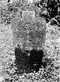 COLLECTIE TROPENMUSEUM Grafsteen bij Kebonagoeng op Sumatra TMnr 10025711.jpg