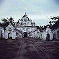 COLLECTIE TROPENMUSEUM Taman Sari het waterkasteel van de Sultan van Yogyakarta TMnr 20025551.jpg
